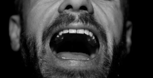 男の人の口臭が気になるのはなぜ?